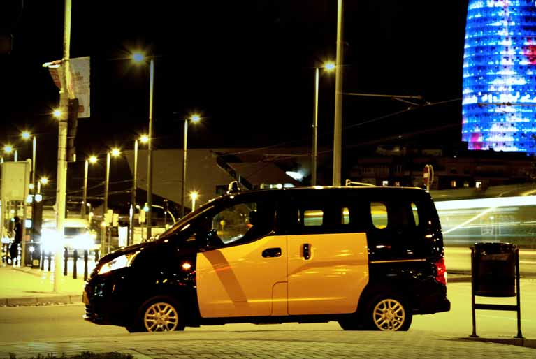 TAXI Nissan NV200